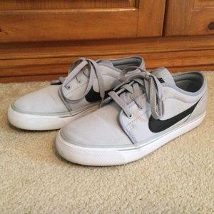 Nike toki low canvas shoes